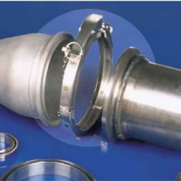 Quick action clamp for cone flanges